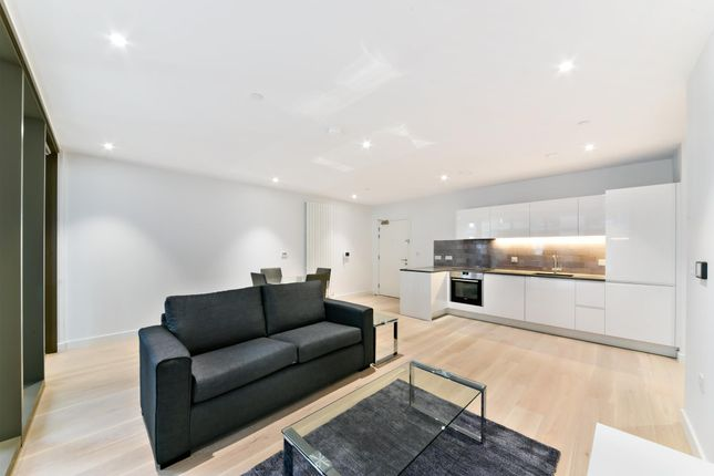 Flat to rent in 2 Admiralty Avenue, London