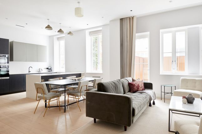Thumbnail Flat to rent in Apartment Great Peter Street, London