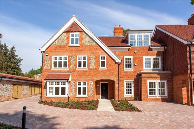 Thumbnail Flat for sale in Aston House, High Street, Wargrave
