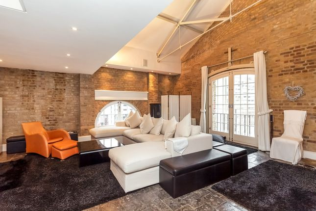Thumbnail Flat to rent in East Smithfield, London