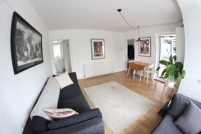 2 bed flat to rent in Hoe Street, Walthamstow