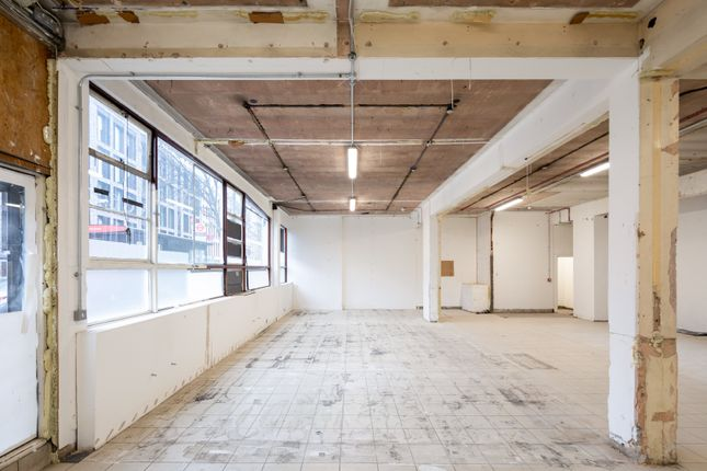Retail premises to let in Old Street, London