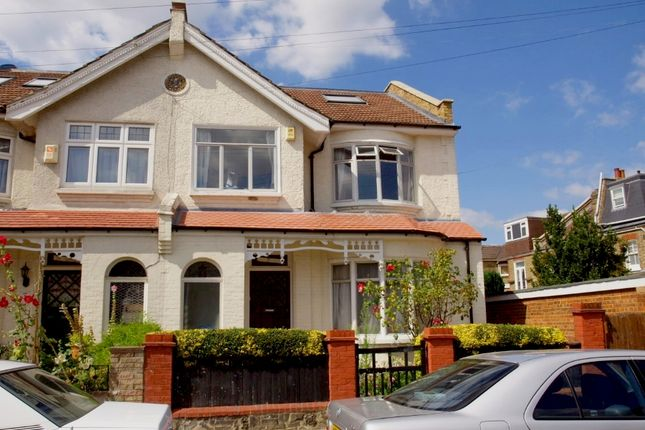 3 bed flat to rent in Montana Road, London