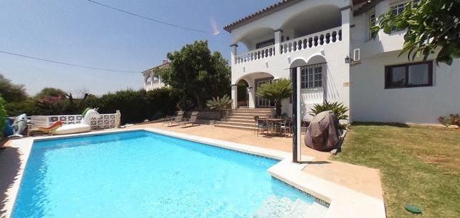 Thumbnail Villa for sale in Spacious 5 Bedroom Villa, La Sierrezuela, Malaga