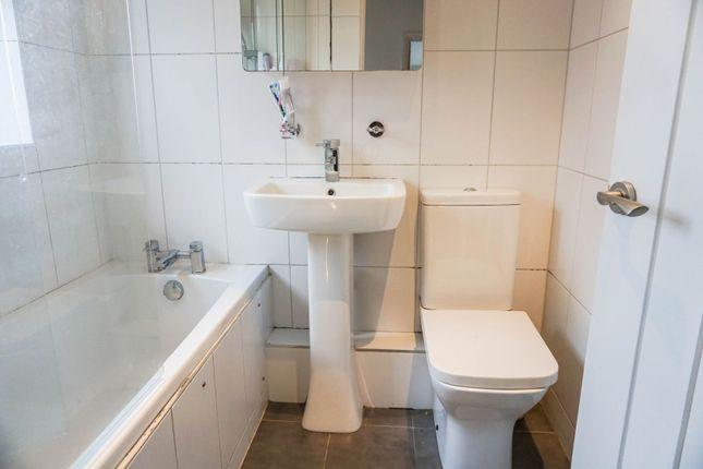 Bathroom of School Road, Henley-In-Arden B95