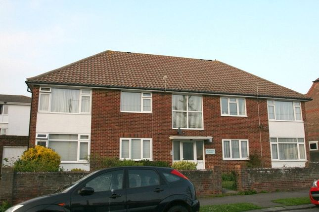 Thumbnail Flat to rent in Selborne Road, Littlehampton