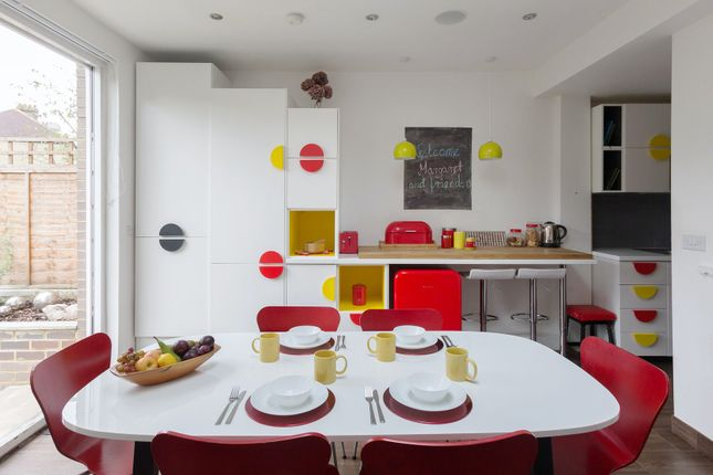 Thumbnail Town house to rent in Downhills Way, London