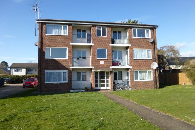 Thumbnail Flat to rent in Coles Road, Milton, Cambridge