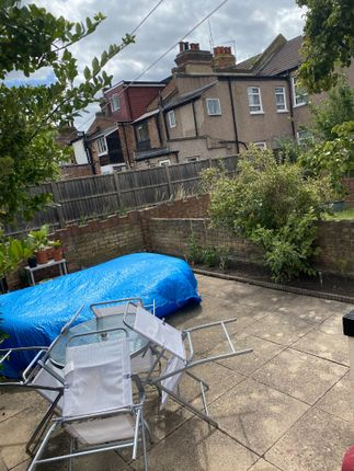 Room to rent in Granville Road, Wood Green, London