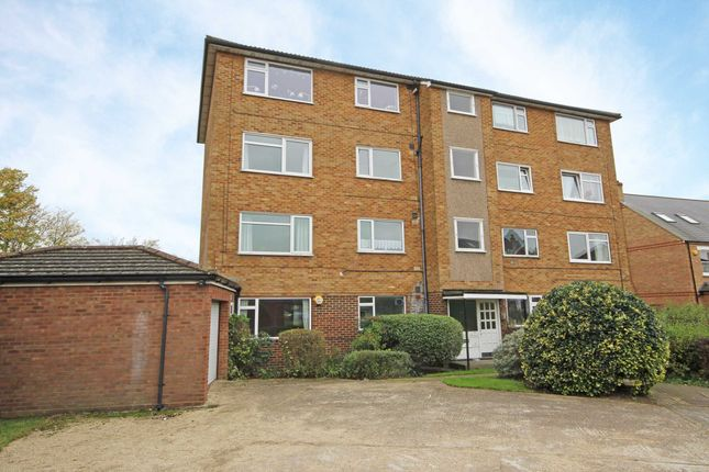 3 bed flat for sale in Shakespeare Road, London
