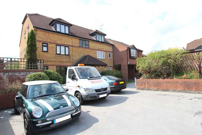 Thumbnail Flat to rent in Springwood Crescent, Edgware