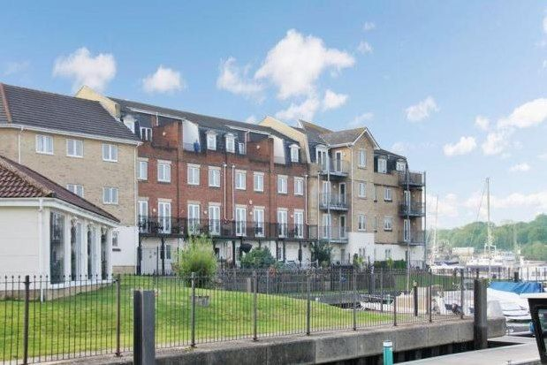 Thumbnail Property to rent in Medina View, East Cowes