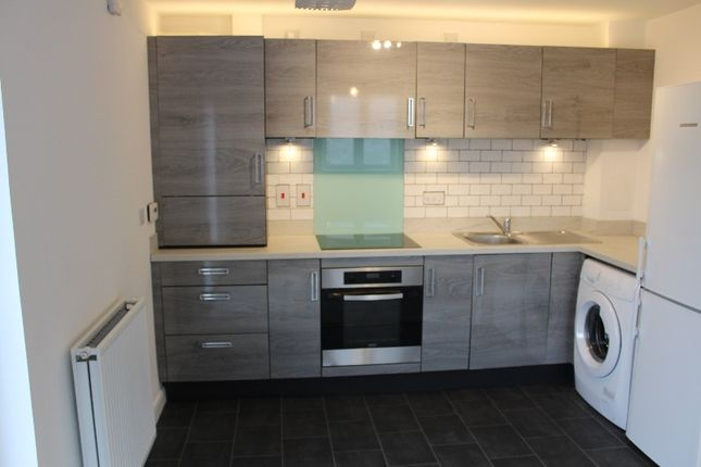 2 bed flat to rent in Mctaggart Crescent, Motherwell, North Lanarkshire