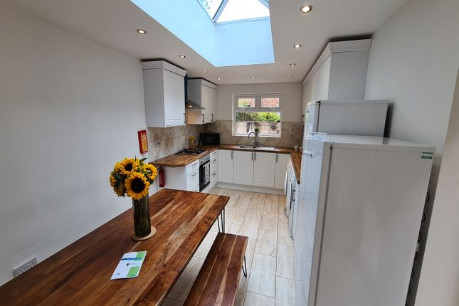 6 bed semi-detached house to rent in 31 Mauldeth Road West, Fallowfield, Manchester M20