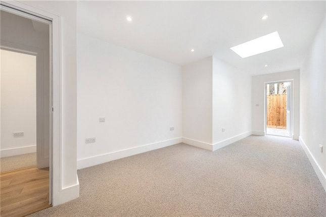 Picture No. 20 of Kit Apartments, 151 Camberwell New Road, Oval, London SE5