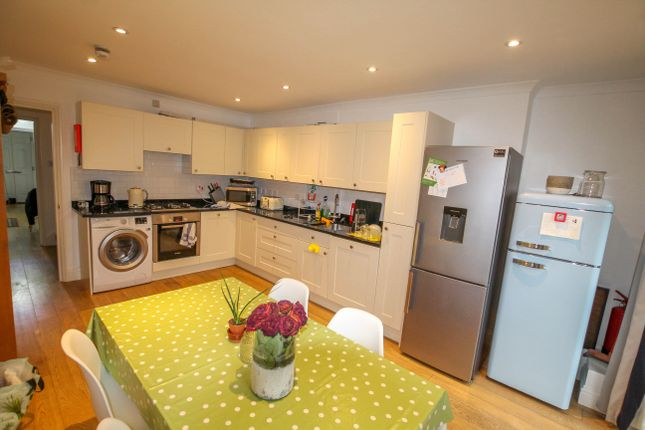 4 bed shared accommodation to rent in Verity Close, Notting Hill W11