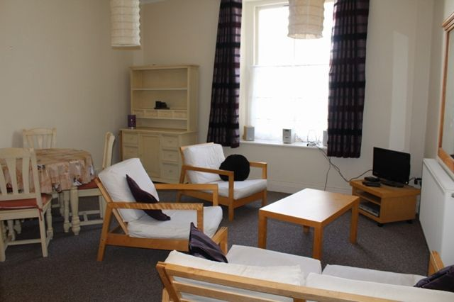 2 bed flat to rent in High Street, Tenby