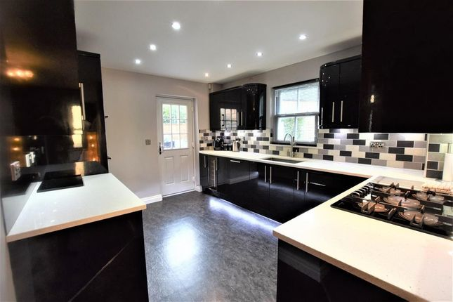Fitted Kitchen of Pike Close, Hayfield, High Peak SK22