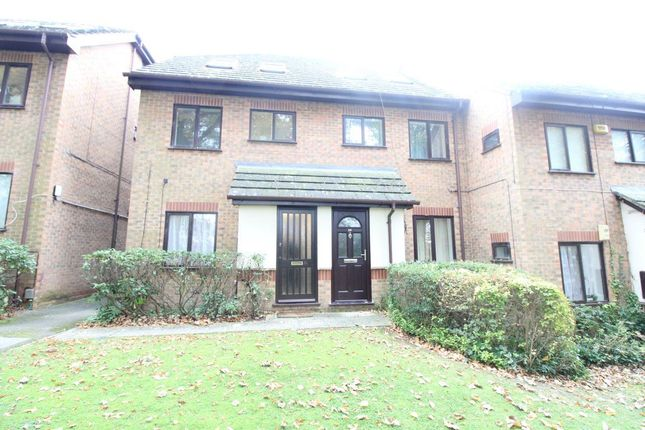 Thumbnail Flat to rent in The Wickets, Luton