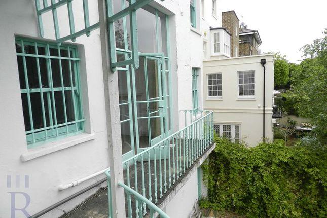 Balcony of Hamilton Terrace, London NW8