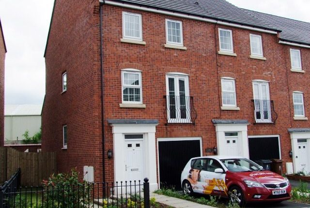 Thumbnail Town house to rent in The Fairways, Royton, Oldham
