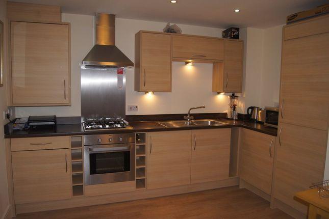 Thumbnail Flat to rent in Oxford Way, Basingstoke