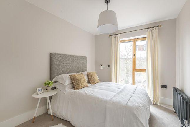 Bedroom of Victoria Avenue, London N3