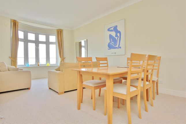 2 bed flat to rent in Parkview Court, Fulham High Street, London SW6