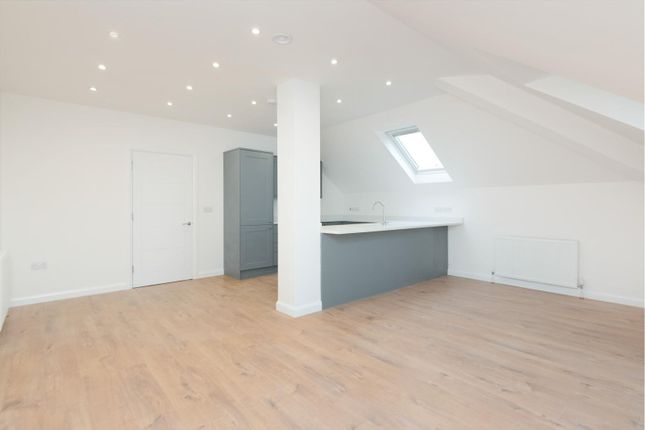 1 Bed Penthouse Open Plan Living/Dining Room/Kitchen