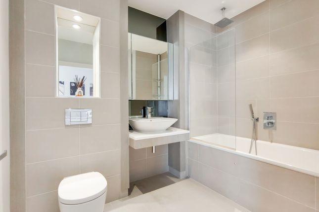 4_Bathroom-0 of River Gardens Walk, London SE10