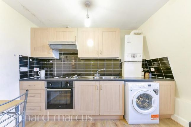 2 bed flat to rent in High Street Colliers Wood, Colliers Wood, London SW19
