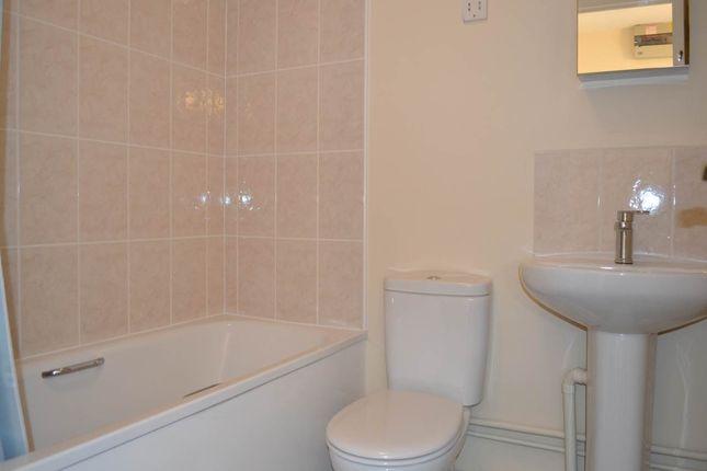 Bathroom of Harbury Court, Queens Road, Newbury RG14