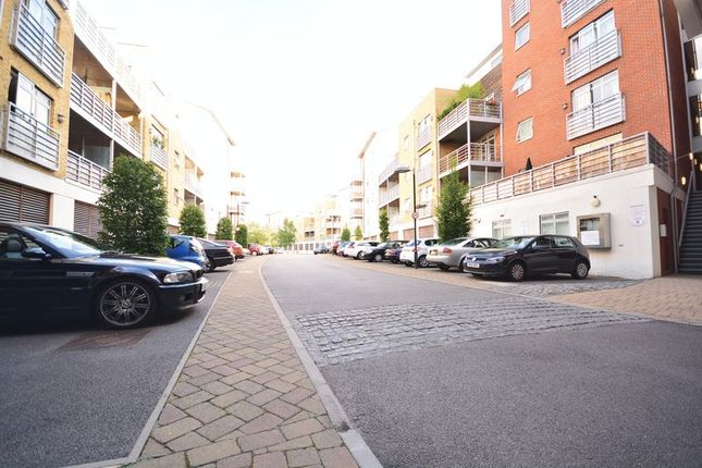 2 bed flat to rent in Kingfisher Meadow, Hart Street, Maidstone.