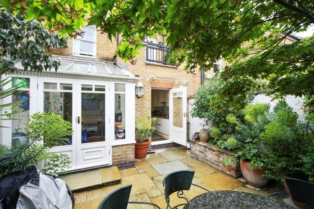 Thumbnail Property to rent in Charles II Place, Chelsea