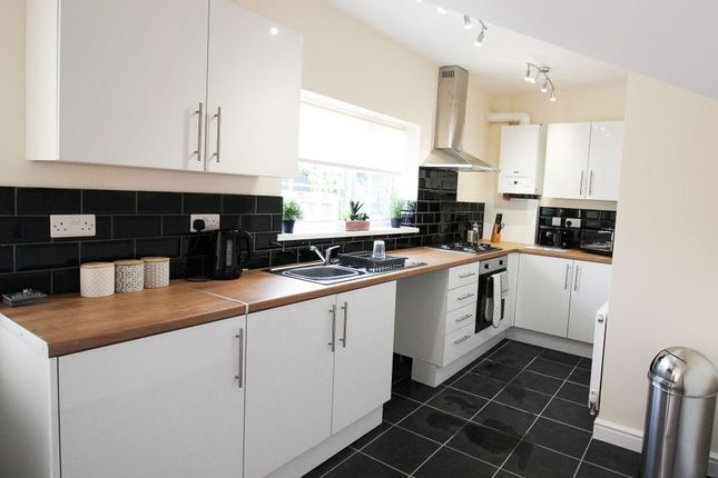 5 bed shared accommodation to rent in Elm Road, Skellow DN6
