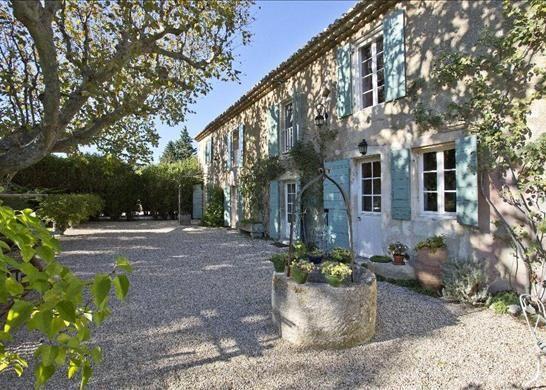 4 bed farmhouse for sale in 13210 Saint-Rémy-De-Provence, France