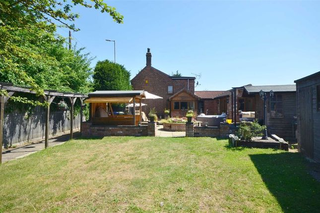 Thumbnail Cottage for sale in Tewkesbury Road, Down Hatherley, Gloucester