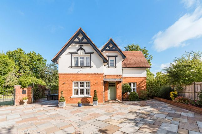 3 bed detached house for sale in Grove Close, Epsom