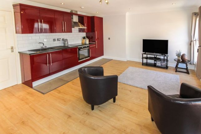 Thumbnail Flat for sale in Park Street West, Luton