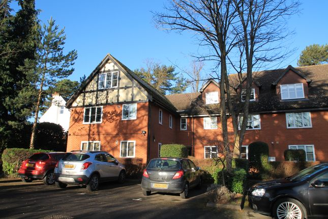 Thumbnail Flat to rent in Rectory Road, Wokingham