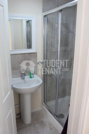 Thumbnail Flat to rent in Maidstone Road, Chatham, Kent