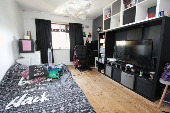 Bedroom One of Ceiriog Close, Barry CF63