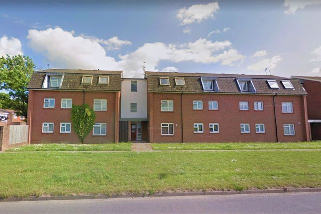 2 bed flat to rent in Warbelton House, Salvington Road, Crawley, West Sussex RH11