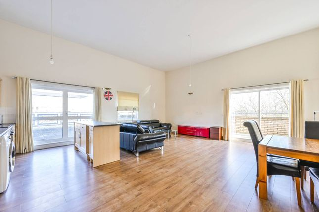Thumbnail Flat to rent in Cline Road, Bounds Green, London