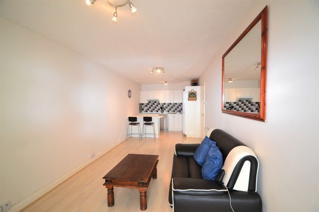 Thumbnail Flat to rent in Bramlands Close, Battersea