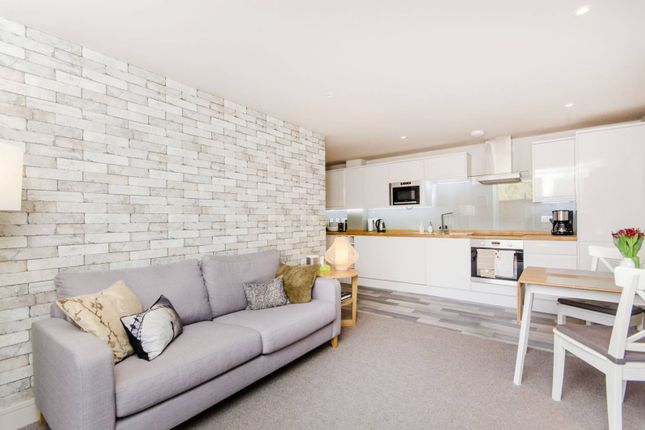 Thumbnail Flat to rent in Coombe Lane, Raynes Park