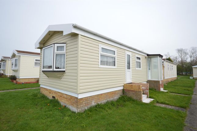 Thumbnail Mobile/park home for sale in Meadow View Park, St. Osyth Road, Little Clacton, Clacton-On-Sea
