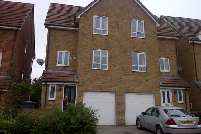 3 bed semi-detached house to rent in Garden House Drive, Kiveton Park