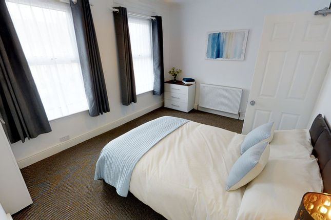 Thumbnail Shared accommodation to rent in Nelson Road, Gillingham