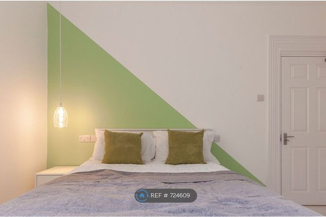 Room 2 of Lipson Road, Plymouth PL4